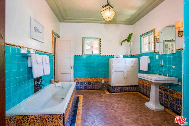 Ванная с плиткой 1930-х годов