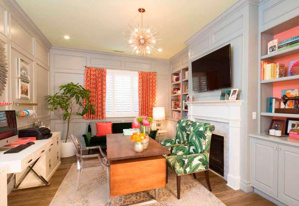 Домашний кабинет-библиотека с камином