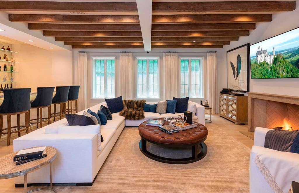 Потолочные балки в дизайне гостиной