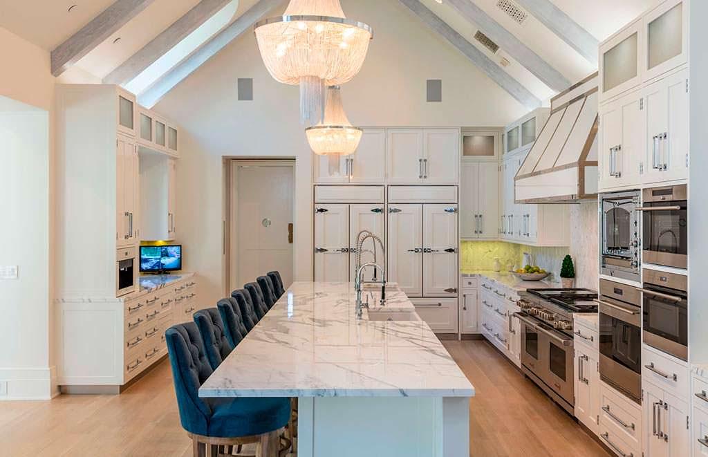 Мрамор в дизайне кухни