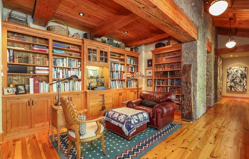 Домашняя библиотека у Опры Уинфри