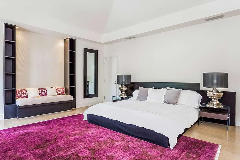 Одна из шести спален в доме