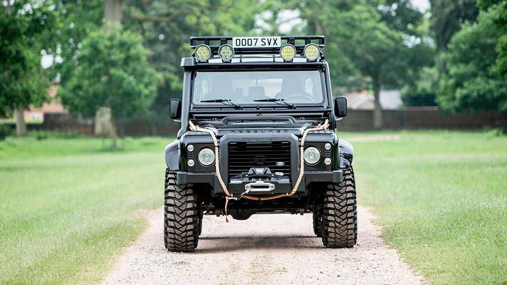 Внедорожник Джеймса Бонда Land Rover Defender SVX