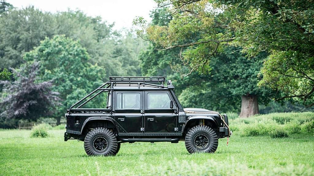 Land Rover Defender SVX Джеймса Бонда