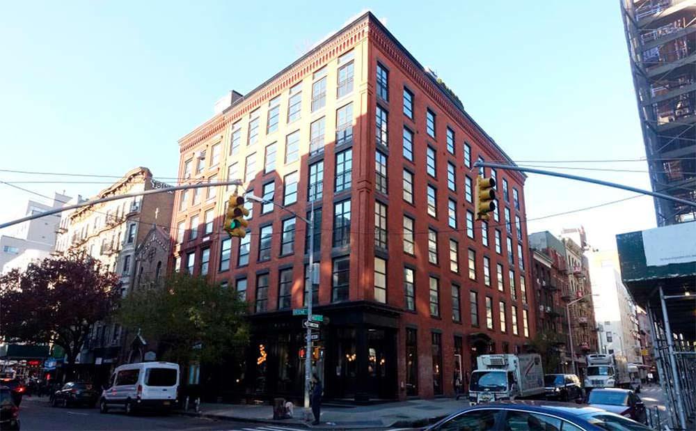 Девятиэтажный дом середины 1800-х годов на Манхэттене