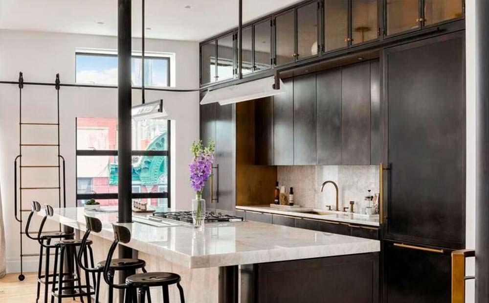Толстая кварцевая столешница на кухне