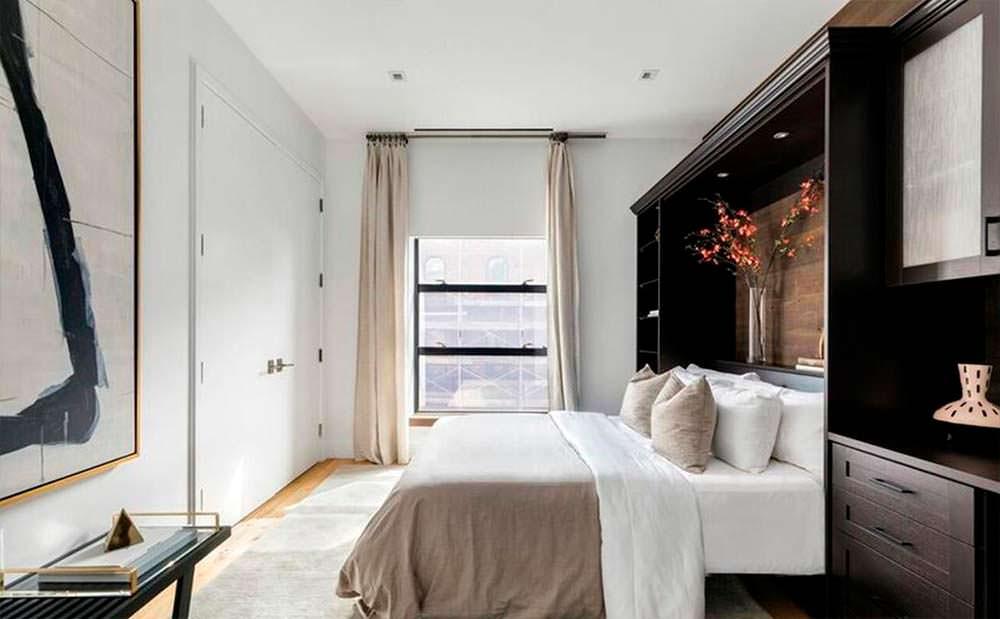 Спальня в квартире Джона Ледженда