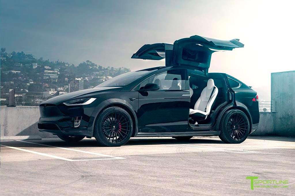 Черная Tesla Model X T Largo