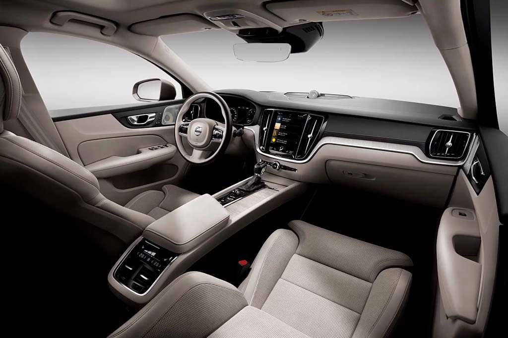 Салон Volvo S60 нового поколения