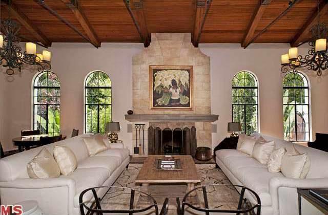 Камин в доме в испанском стиле