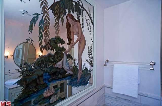 Ручная роспись стены в ванной комнате