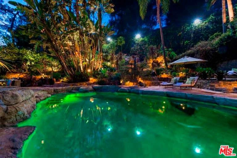 Домашний бассейн в курортном стиле