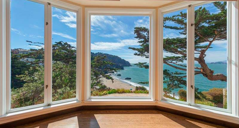 Панорамный вид на океан из дома