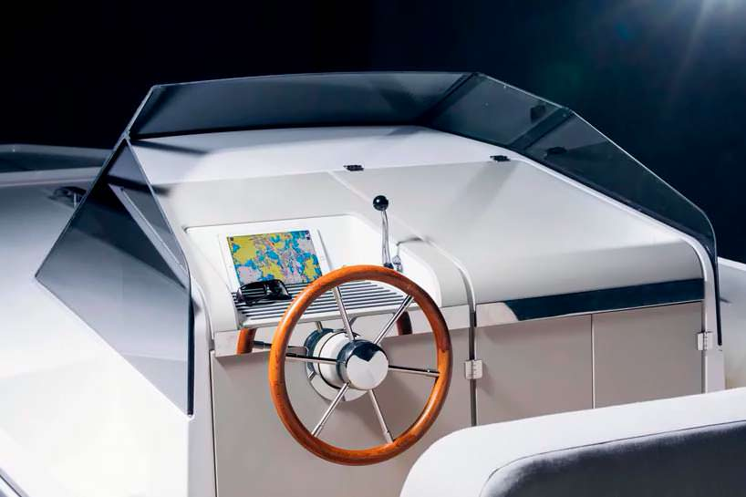 Палуба электро-катера Q-yachts Q30