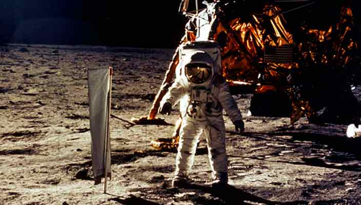 Артефакты космонавта Нила Армстронга уйдут с молотка