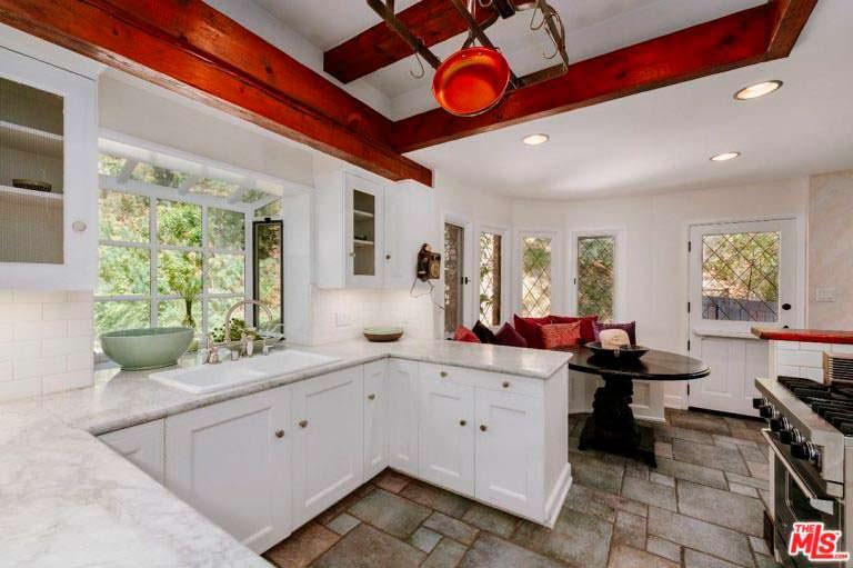 Дизайн кухни в доме 1957 года постройки