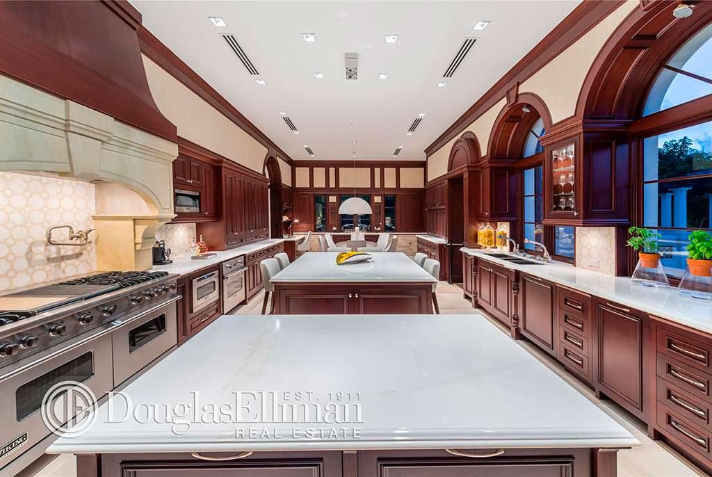 Дом с тремя кухнями