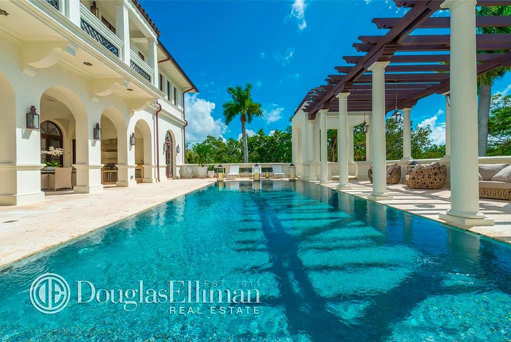 Вилла с бассейном во Флориде