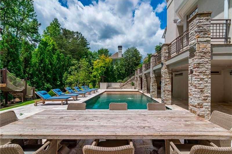 Плавательный бассейн с подогревом у дома