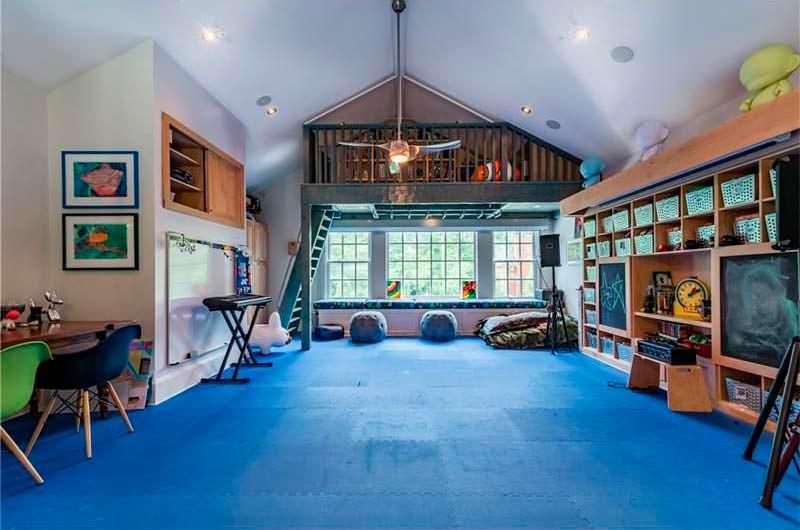 Студия йоги в доме Ашера