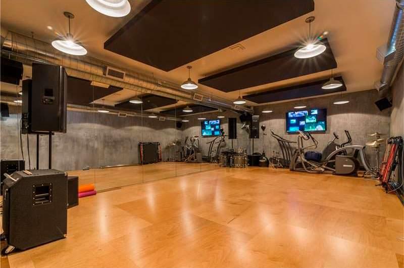 Домашний фитнес-зал у Ашера