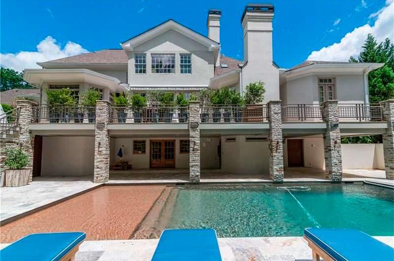 Дом Ашера с бассейном