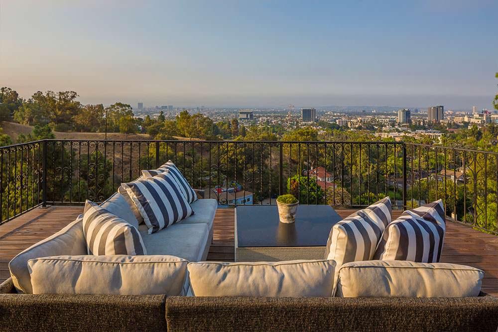 Балкон с видом на Лос-Анджелес