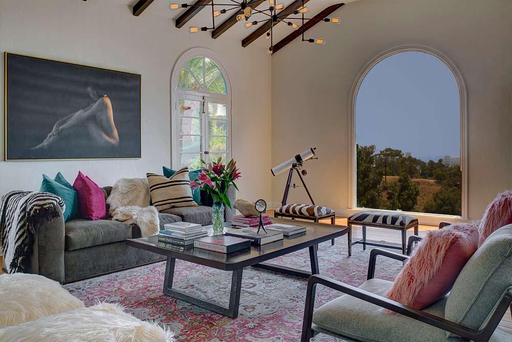 Арочное окно с панорамным видом