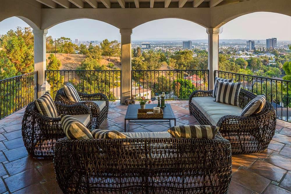 Терраса виллы с видом на Лос-Анджелес