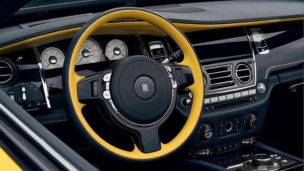 Желто-синий руль Rolls-Royce Dawn Black Badge от Bespoke
