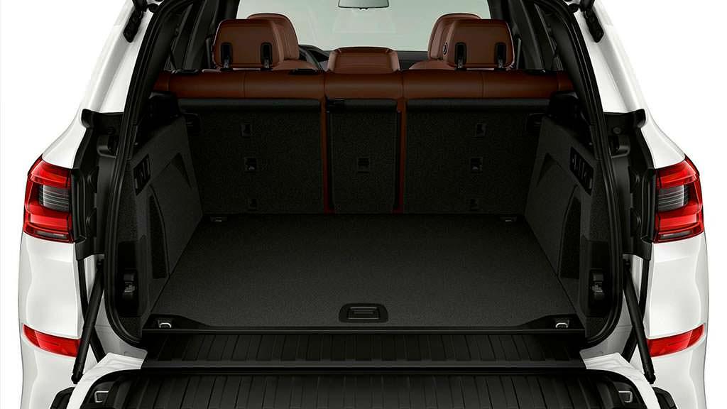 Багажник BMW X5 xDrive45e вместительностью 500 литров