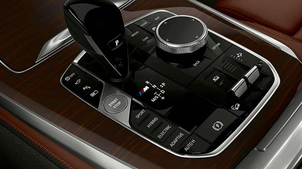 Селектор КПП в салоне BMW X5 xDrive45e