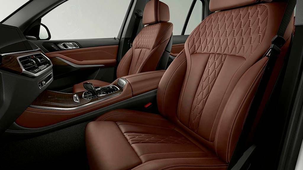 Коричневая кожа в салоне BMW X5 xDrive45e