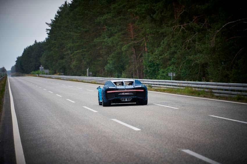 Испытания LEGO Bugatti Chiron на гоночной трассе Ehra Lessien