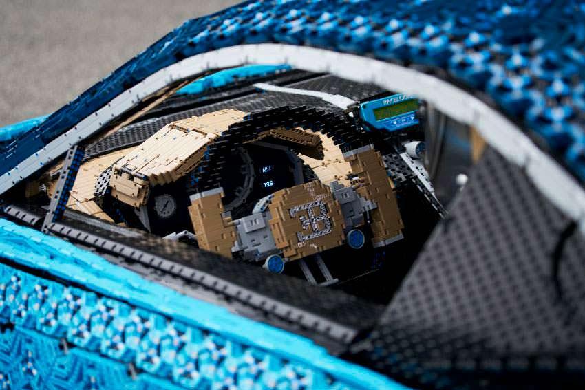 Салон LEGO Bugatti Chiron со съемным рулевым колесом