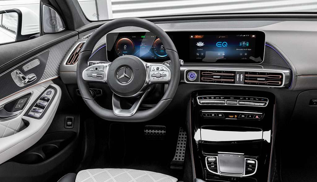 Салон Mercedes-Benz EQC