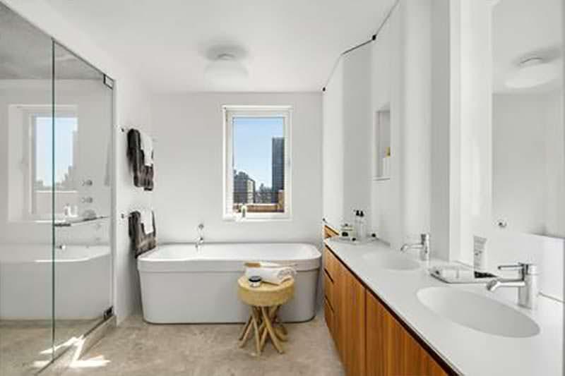Ванная комната с паровым стеклянным душем