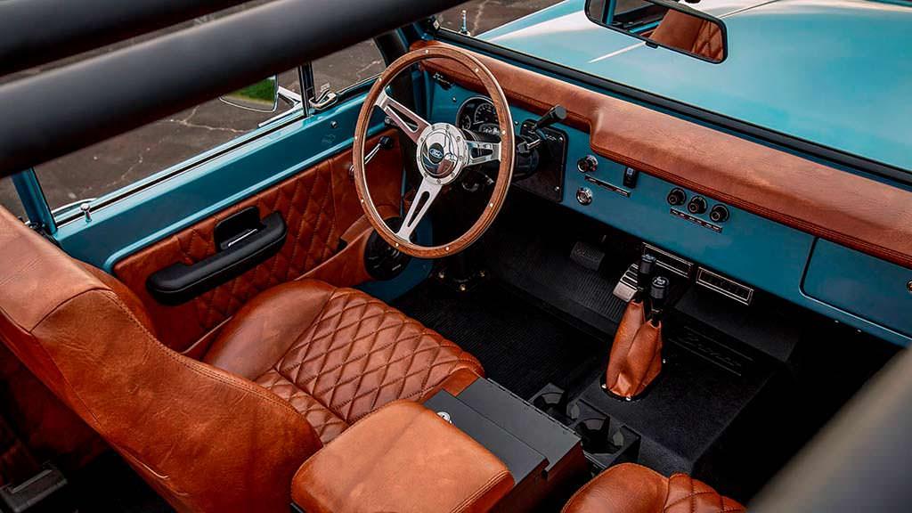 Интерьер Ford Bronco 1973 года выпуска