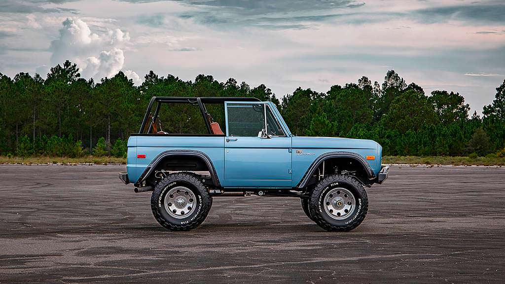 Классический Ford Bronco 1973 года от Velocity Restorations