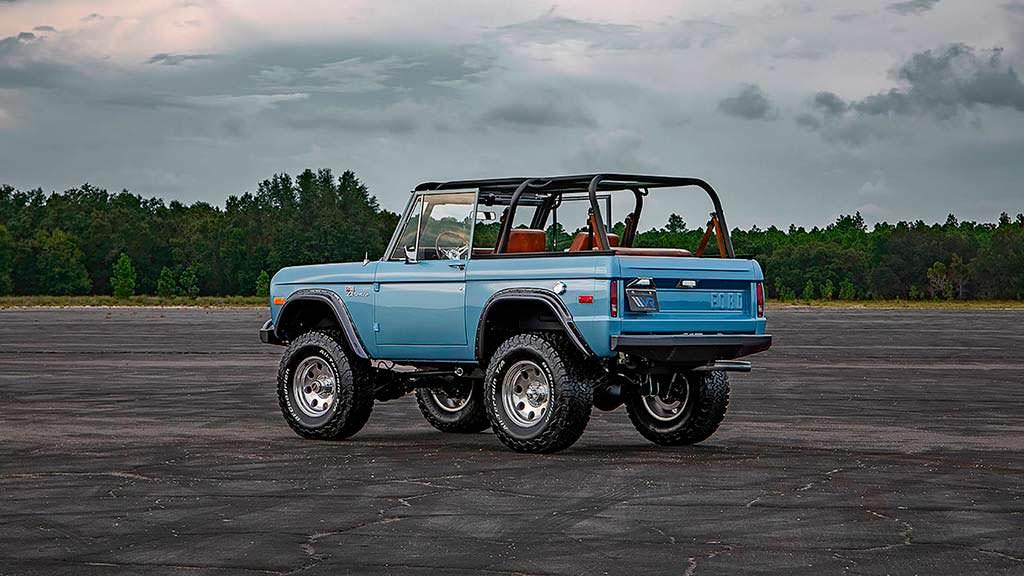 Классический внедорожник Ford Bronco с 5,0-литровым V8