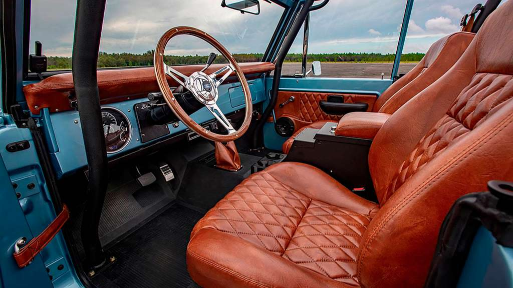 Фото внутри Ford Bronco 1973 года выпуска
