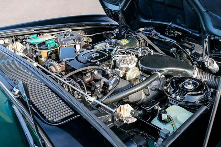 Двигатель V8 Rolls-Royce Corniche Convertible 1984 года