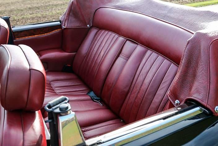Задний диван в салоне Rolls-Royce Corniche Convertible