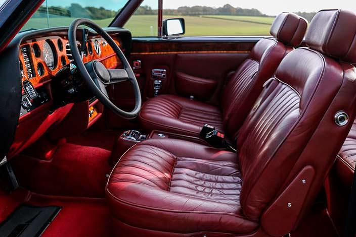 Красный кожаный салон Rolls-Royce Corniche Convertible