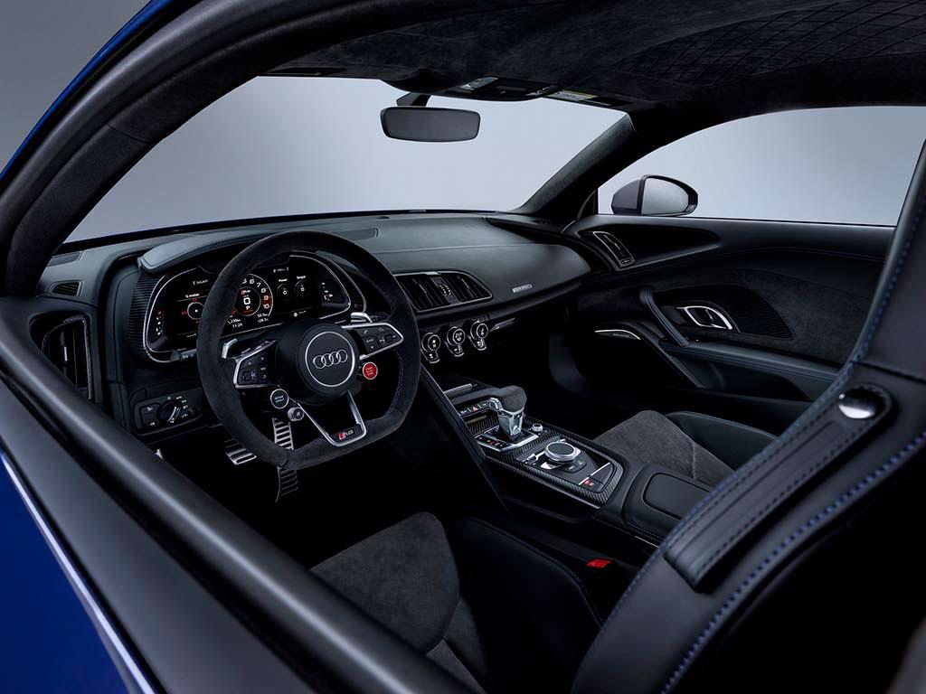 Фото интерьера Audi R8 2019