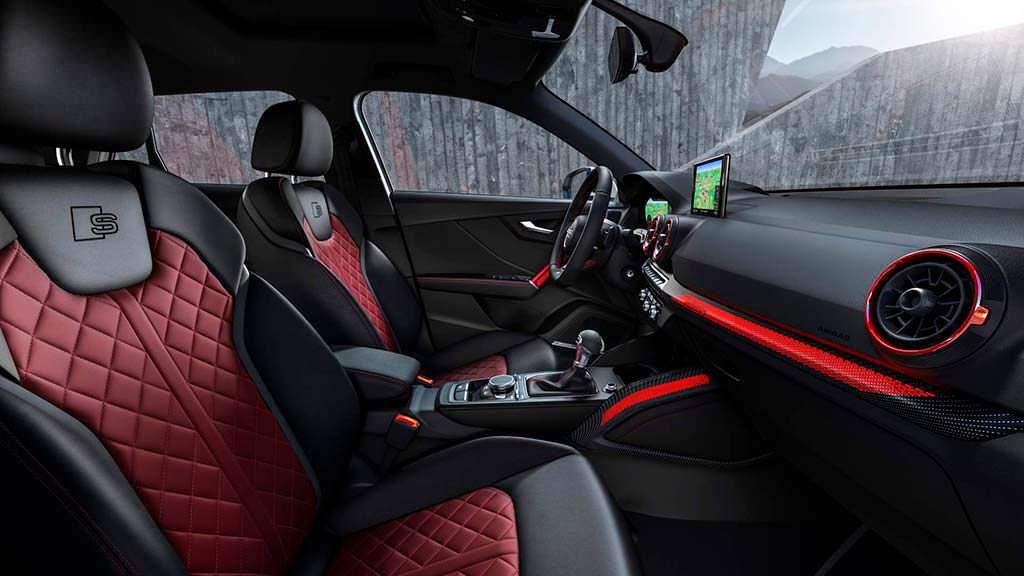 Интерьер кроссовера Audi SQ2