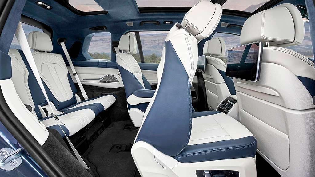 Три ряда сидений BMW X7