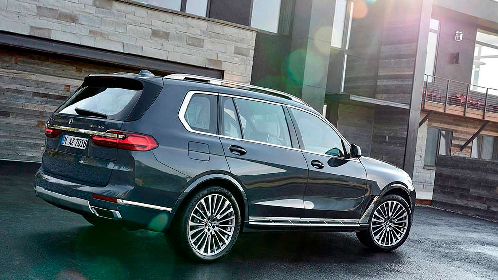 Самый большой кроссовер BMW X7
