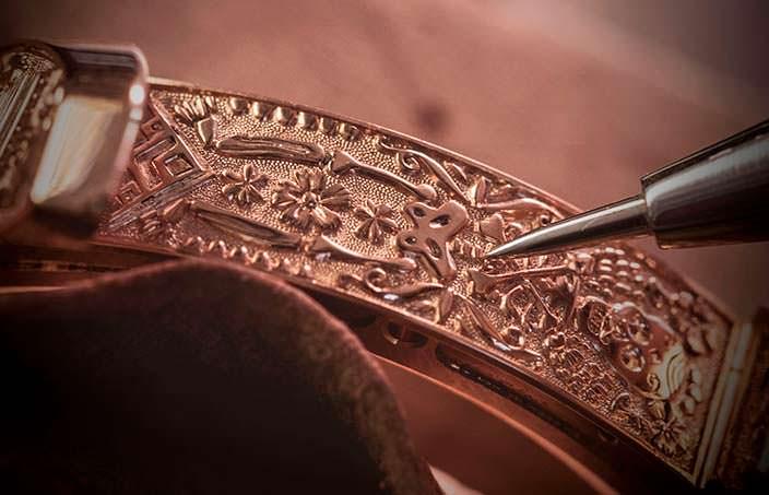 Золотые часы Chopard с ручной гравировкой