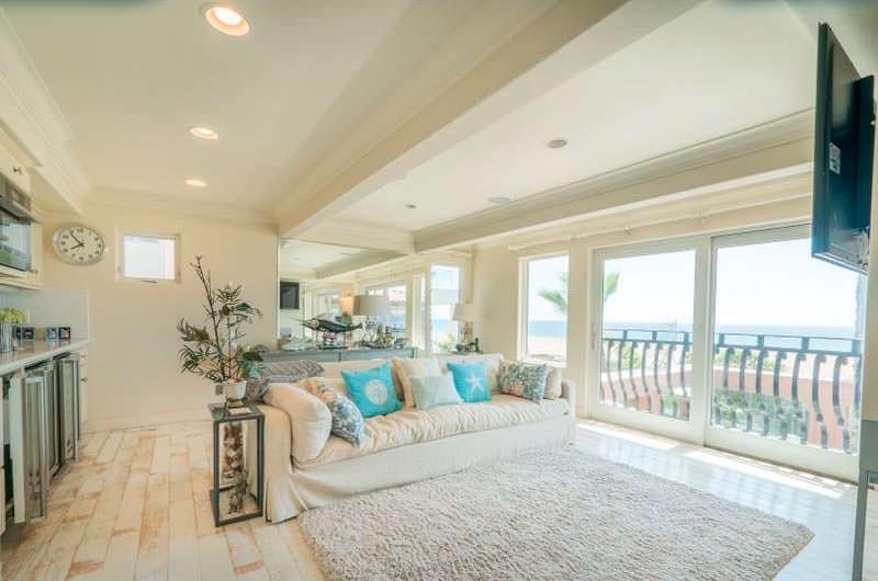 Комната в доме с видом на Атлантический океан